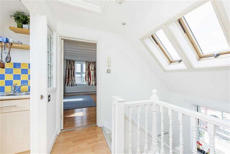 2 Bedrooms Flat for sale in Stella Road, Tooting, London