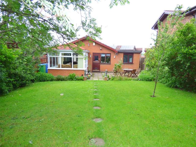 3 Bedrooms Bungalow for sale in Clemshaw Close, Heywood, Lancashire, OL10
