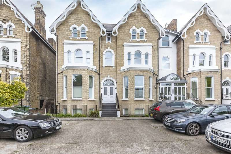 2 Bedrooms Flat for sale in Bardon Lodge, Stratheden Road, London, SE3