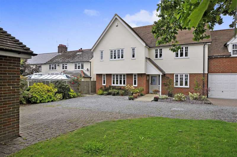4 Bedrooms Link Detached House for sale in The Tythings, Chelmsford