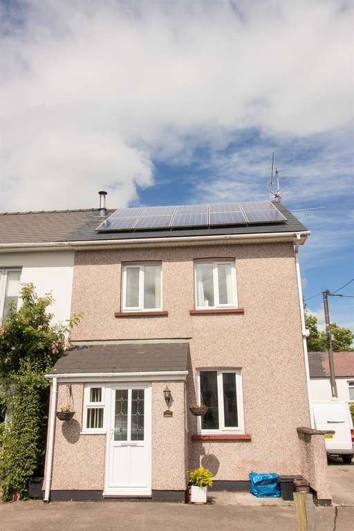 3 Bedrooms Semi Detached House for sale in The Highway, New Inn, Pontypool