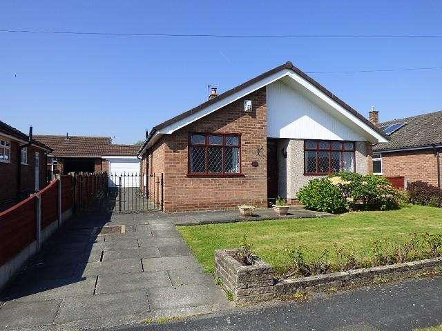 3 Bedrooms Detached Bungalow for sale in Birchall Avenue, Culcheth, Warrington