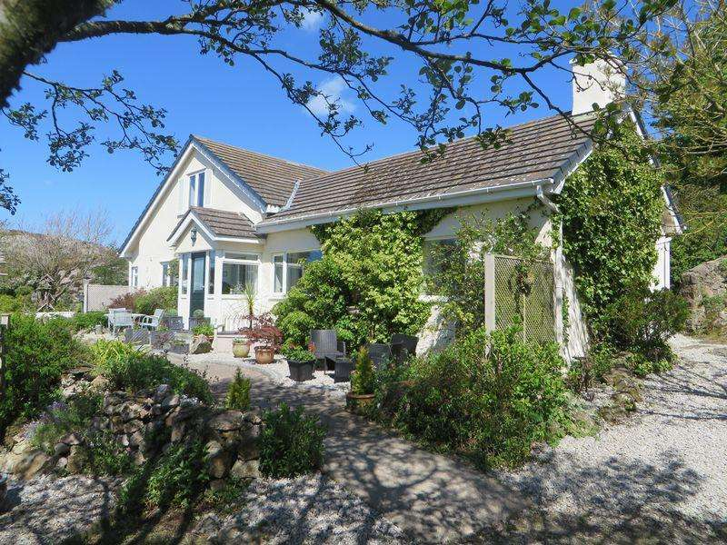 3 Bedrooms Detached House for sale in Mynydd Bodafon, Anglesey