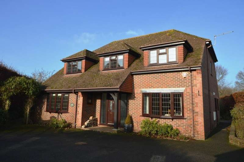 5 Bedrooms Detached House for sale in Station Road, Liss, GU33