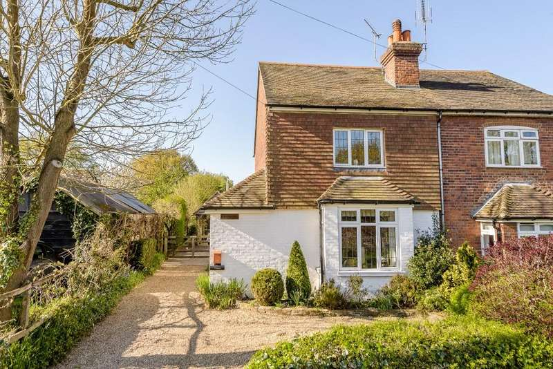3 Bedrooms Semi Detached House for sale in Worplesdon