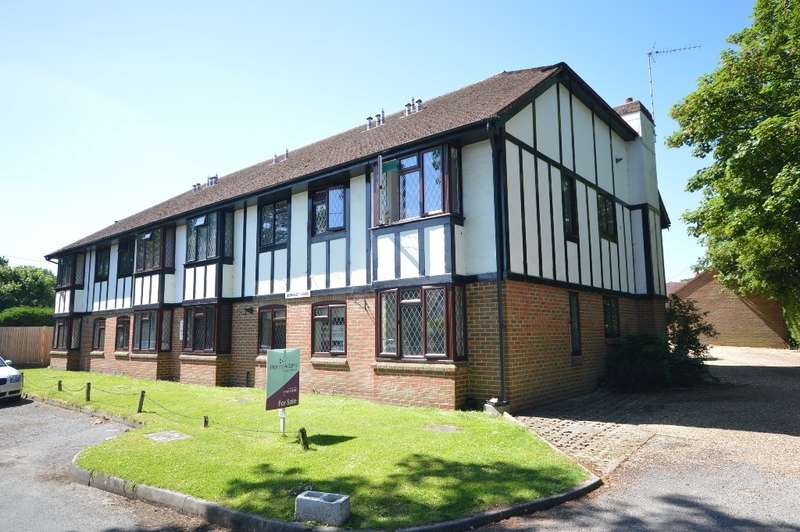 2 Bedrooms Flat for sale in Berkeley Lodge, Nightingale Lane, Storrington, RH20