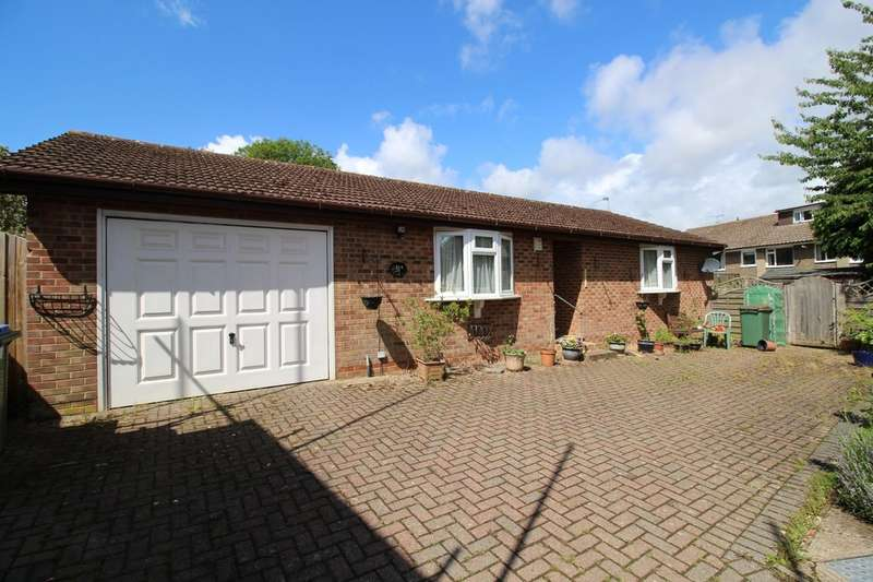 2 Bedrooms Detached Bungalow for sale in Laughton Road, Horsham