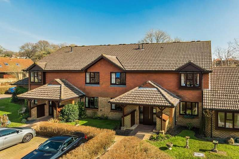 2 Bedrooms Flat for sale in Ash Grove, Fernhurst, Haslemere, GU27