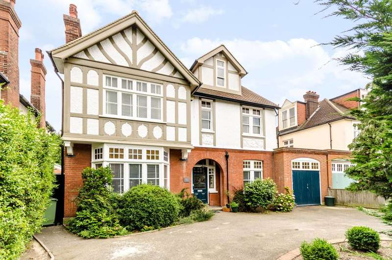 5 Bedrooms Detached House for sale in Hayes Road, Bromley, BR2
