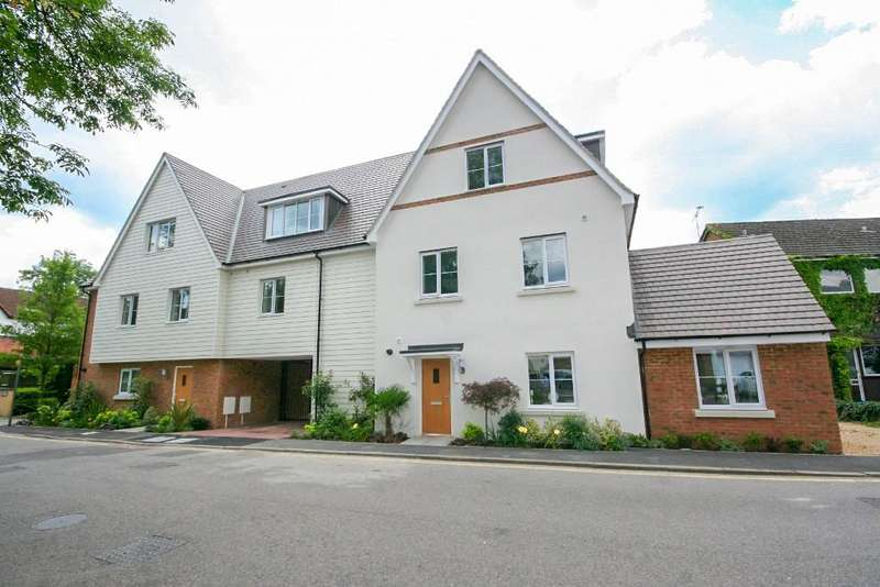 2 Bedrooms Apartment Flat for sale in Theydon Mews, Station Approach, Theydon Bois CM16