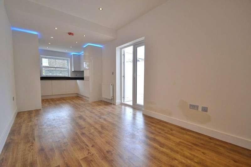 5 Bedrooms House for sale in Mulkern Road, Archway, London, N19