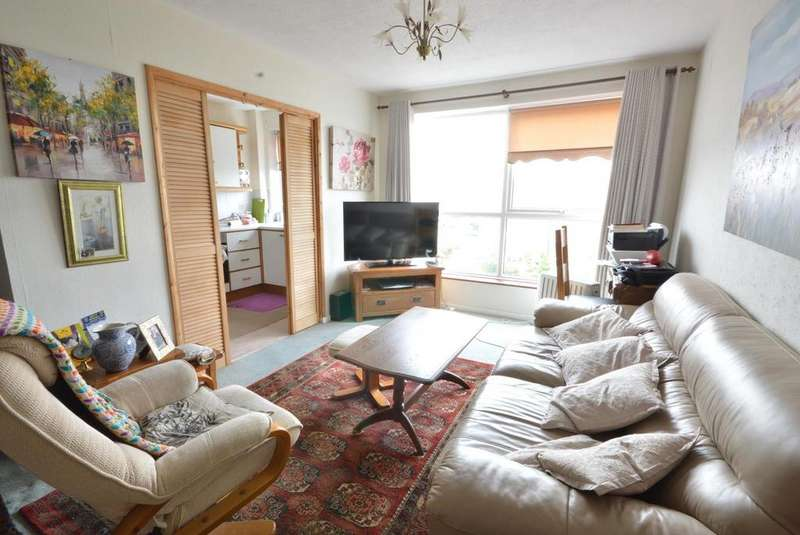 2 Bedrooms Apartment Flat for sale in Paul Court, London Road, Romford, RM7