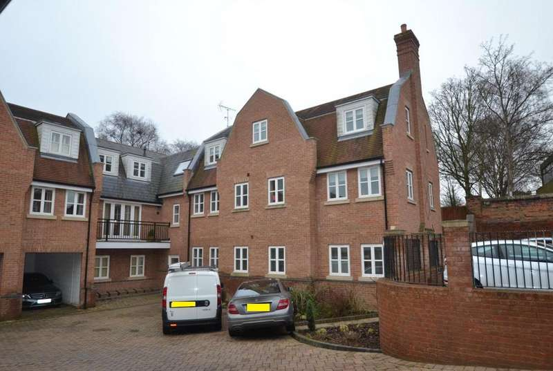 2 Bedrooms Apartment Flat for sale in Sheraday Mews, Rear Of , High Street, Billericay, Essex, CM12