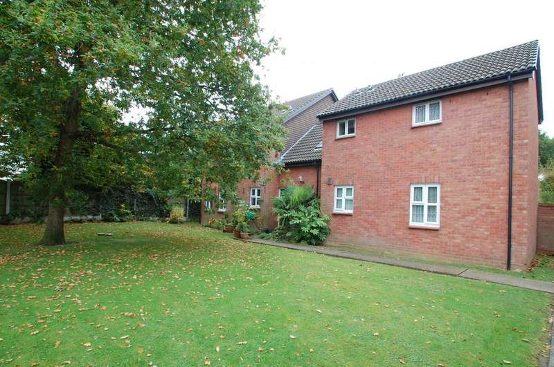 Studio Flat for sale in Abenberg Way, Hutton, Brentwood, Essex, CM13