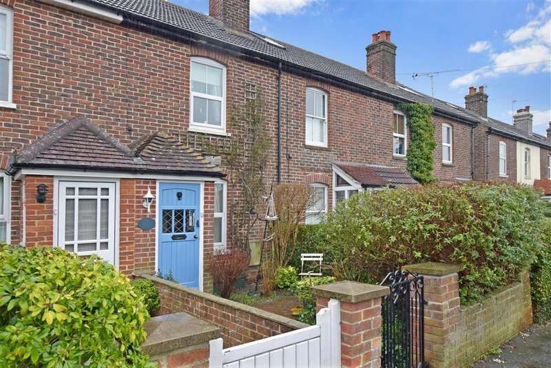 2 Bedrooms Terraced House for sale in Thorney Road, Emsworth, Hampshire