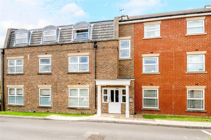 2 Bedrooms Flat for sale in Clarendon Court, 128-132 Clarence Road, Windsor, Berkshire, SL4