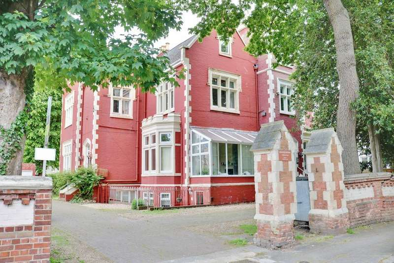 2 Bedrooms Apartment Flat for sale in Merton Road, Southsea