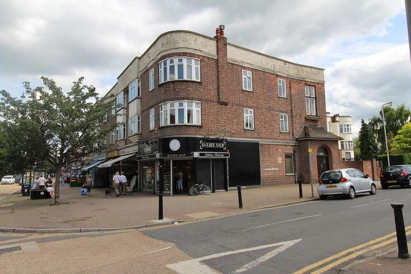 2 Bedrooms Apartment Flat for sale in Springfield Court, Upminster, Essex, RM14