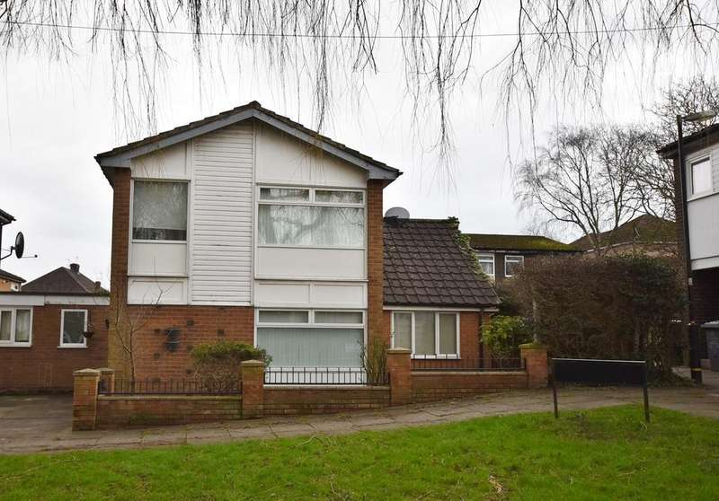 3 Bedrooms Detached House for sale in Wellfield Gardens, Off Tarbolton Crescent, Hale