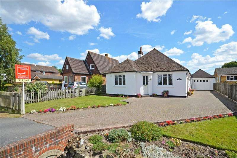 3 Bedrooms Detached Bungalow for sale in The Street, Brook, Ashford, Kent
