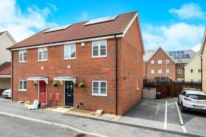 3 Bedrooms Semi Detached House for sale in Harold Hill, Romford, Essex