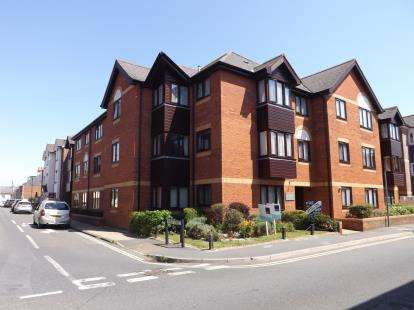 1 Bedroom Maisonette Flat for sale in Trafalgar Road, Newport, Isle Of Wight