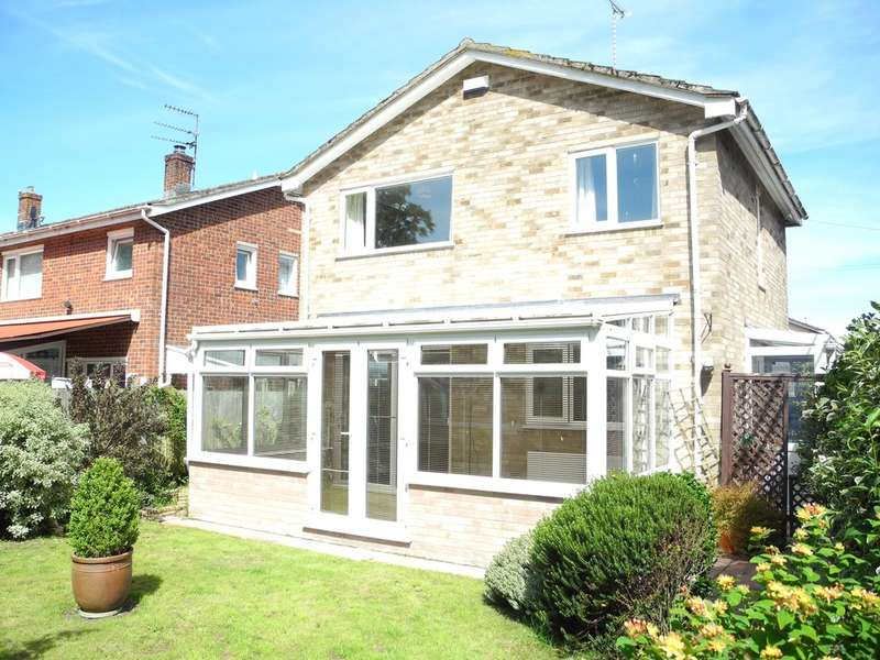 3 Bedrooms Detached House for sale in Pinewood Gardens, North Cove, Beccles, Suffolk