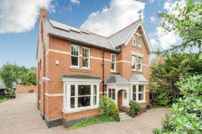 6 Bedrooms Detached House for sale in Hayway, Rushden, Northamptonshire