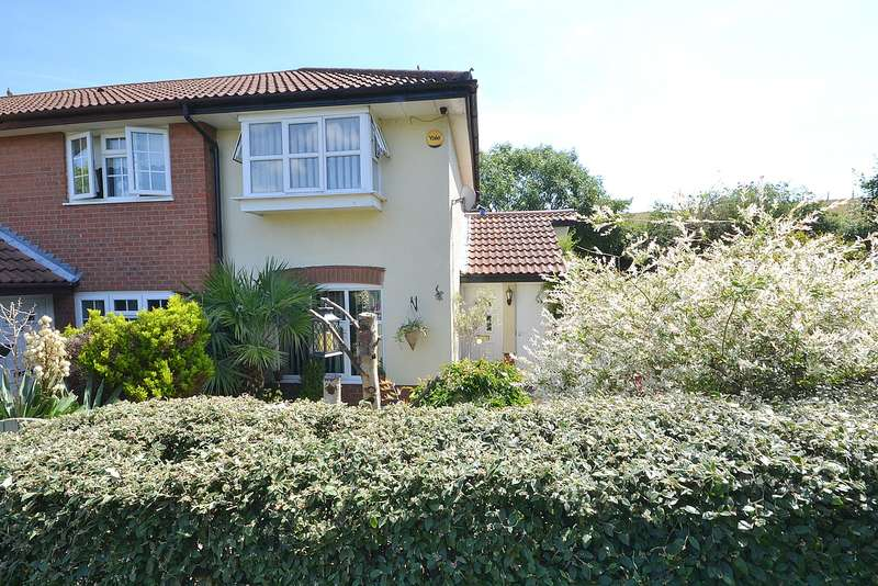 2 Bedrooms End Of Terrace House for sale in Walton on Thames