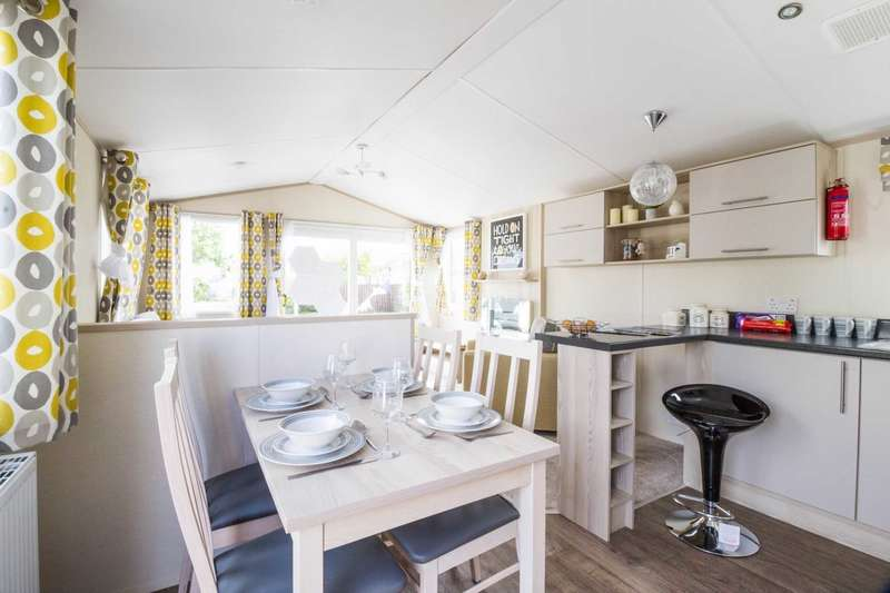 2 Bedrooms Caravan Mobile Home for sale in Corton, Lowestoft, Suffolk