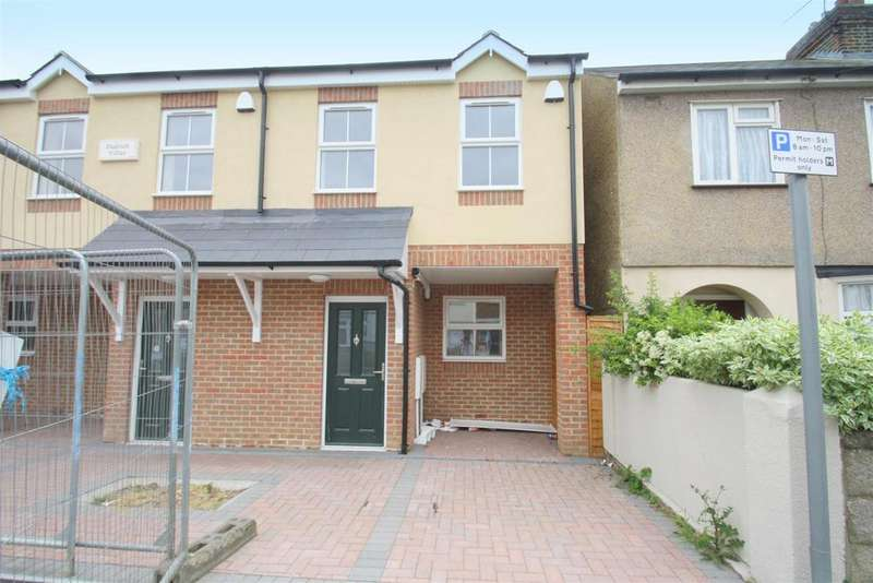 3 Bedrooms End Of Terrace House for sale in Trinity Road, Gillingham