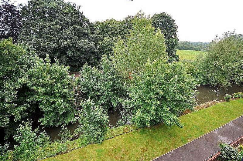 2 Bedrooms Apartment Flat for sale in Nursery Gardens, Thirsk