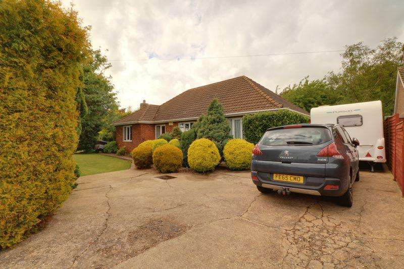 4 Bedrooms Detached Bungalow for sale in College Road, East Halton