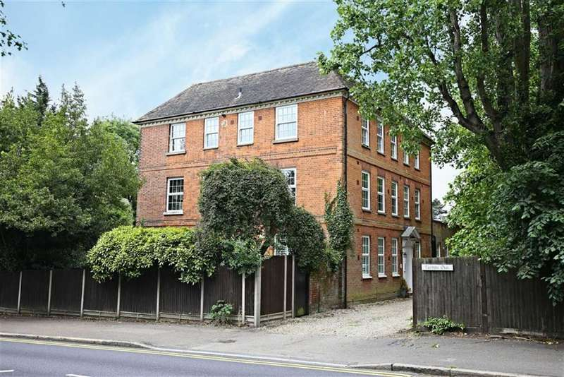3 Bedrooms Property for sale in Spriggs Oak, Palmers Hill, Epping