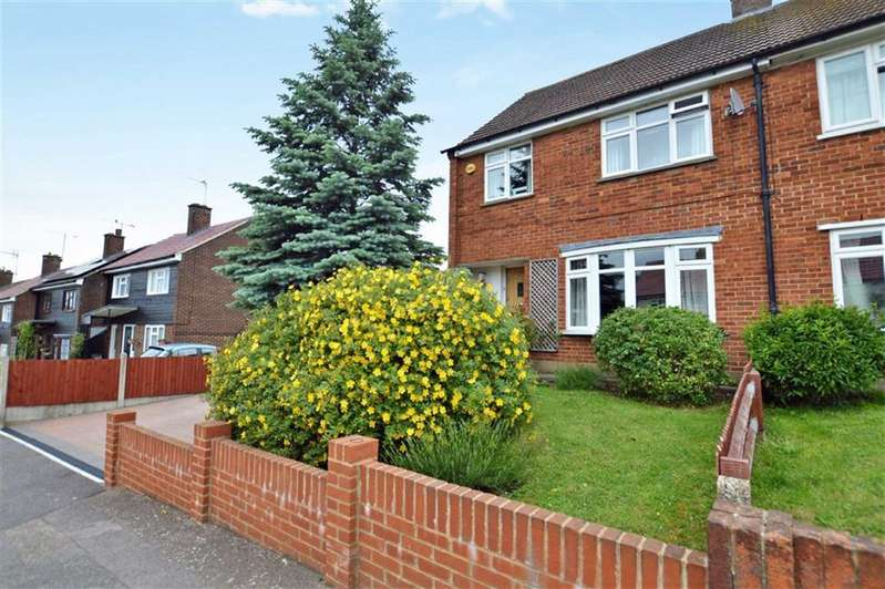 3 Bedrooms Property for sale in Lincolns Field, Epping