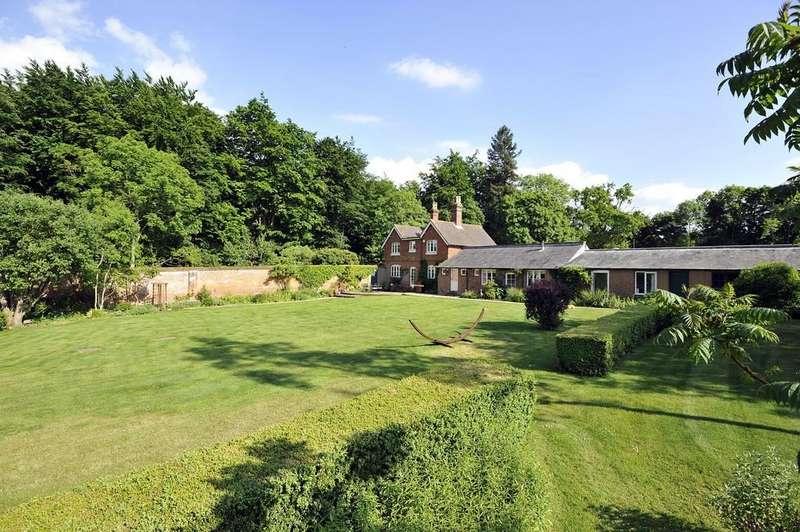 4 Bedrooms Detached House for sale in Hatchlands, East Clandon, Guildford GU4 7RT