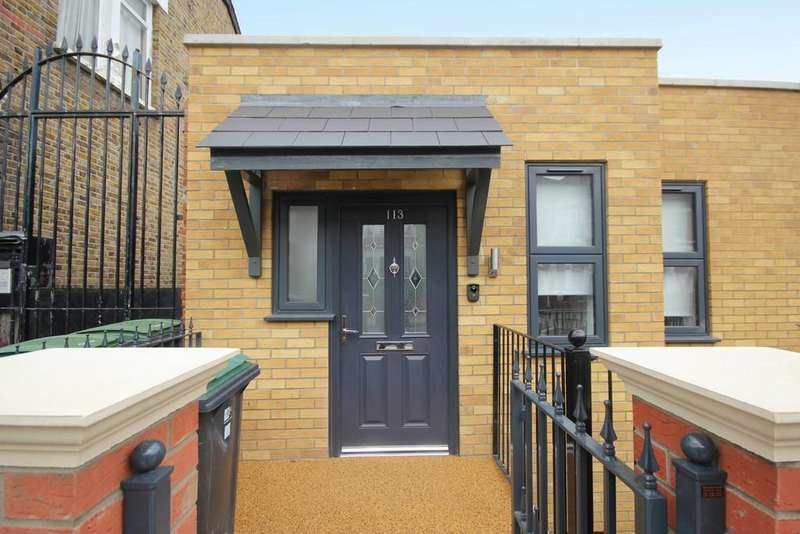 3 Bedrooms Detached House for sale in Frobisher Road, London