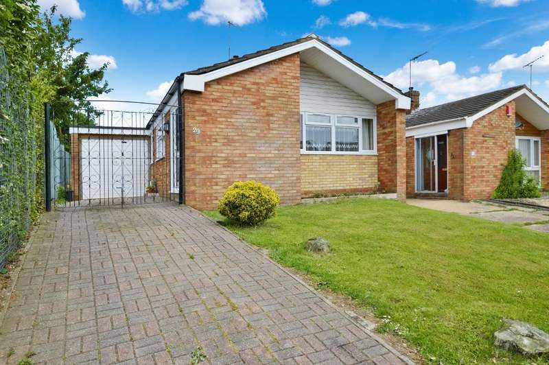 2 Bedrooms Detached Bungalow for sale in Gayland Avenue, St. Annes, Luton, LU2 0RR