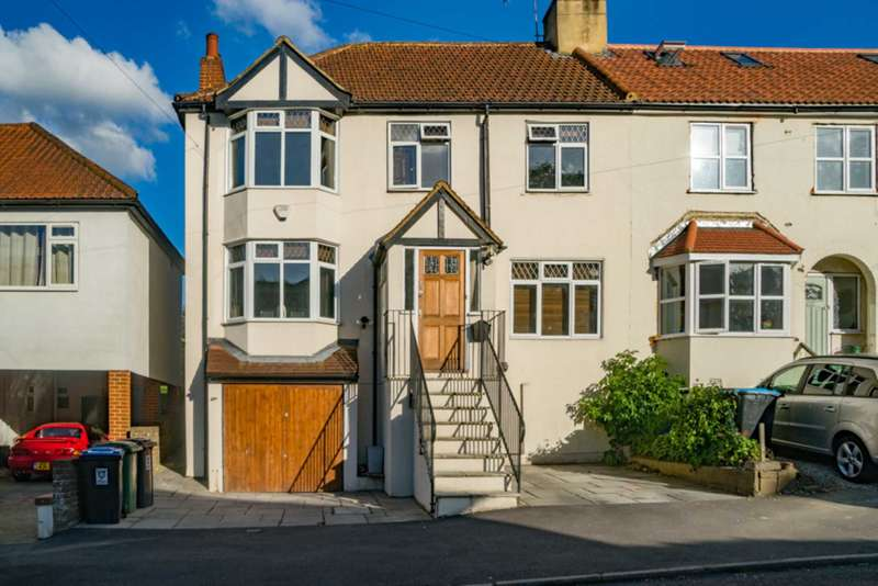4 Bedrooms Semi Detached House for sale in West Valley Road, Manor Estate