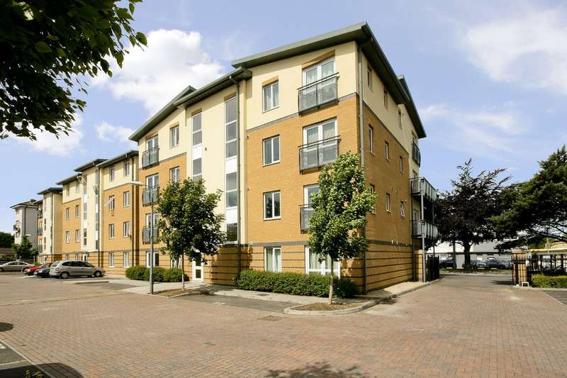 2 Bedrooms Flat for sale in West Cheltenham
