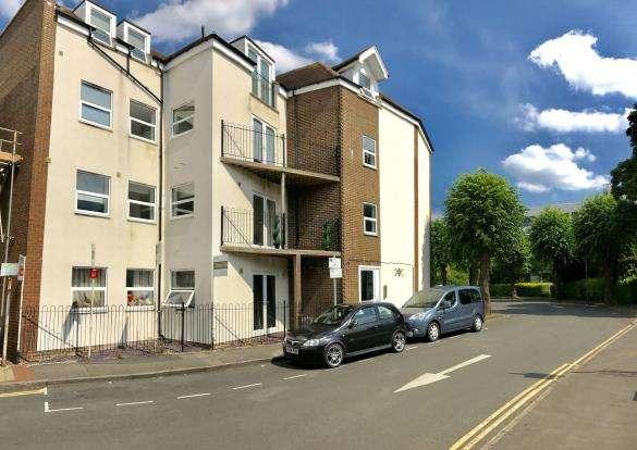 House for sale in 23 Rosemount Avenue, West Byfleet, Surrey