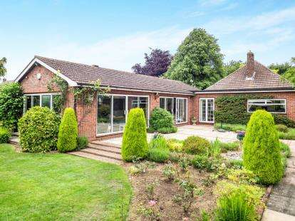 2 Bedrooms Bungalow for sale in Rutland Lane, Bottesford, Nottingham, Leicestershire