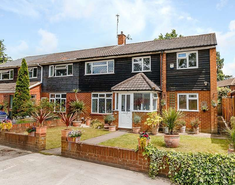 5 Bedrooms Semi Detached House for sale in Row Town