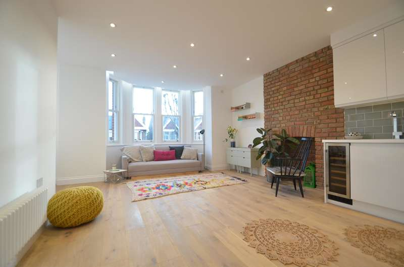 2 Bedrooms Flat for sale in Inglis Road, Ealing, London, W5 3RH