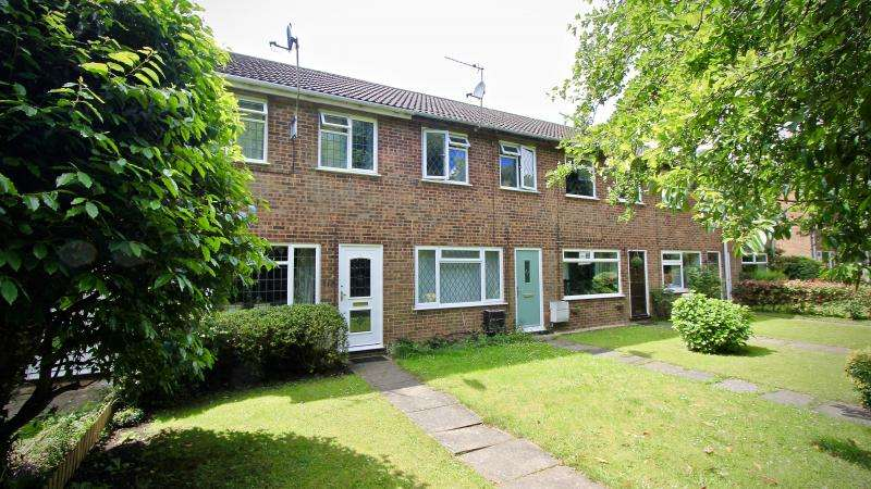 2 Bedrooms Terraced House for sale in Fairacres, Prestwood HP16