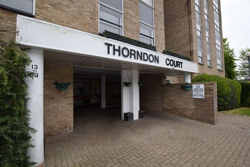 2 Bedrooms Flat for sale in Eagle Way, Brentwood, Essex, CM13