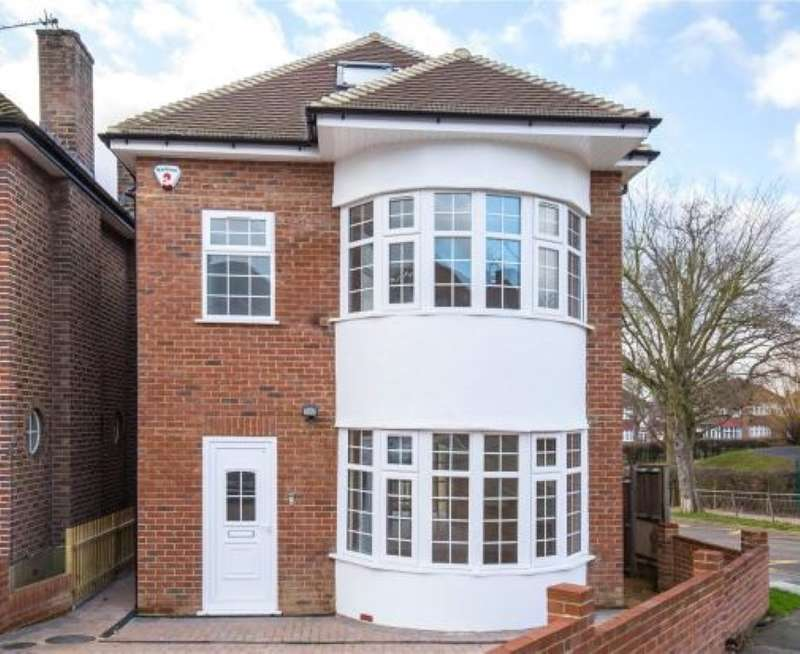 4 Bedrooms Detached House for sale in Knoll Drive, Southgate, London, N14 5LU