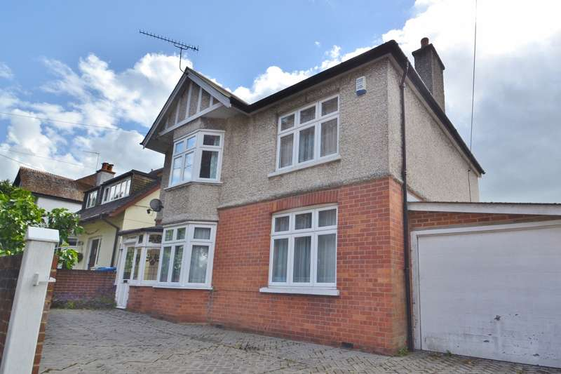 3 Bedrooms Detached House for sale in Broadstone