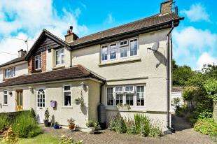 3 Bedrooms Semi Detached House for sale in Wood Lane, Caterham, Surrey, .