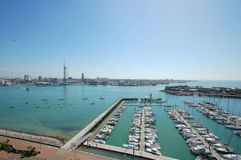 2 Bedrooms Apartment Flat for sale in Trinity Green, Gosport